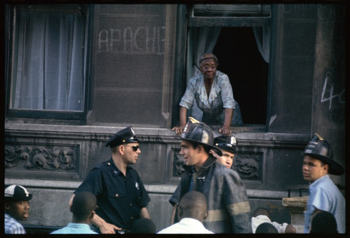 Gordon Parks, </span><span><em>Neighbourhood of Gang Warfare, Harlem, New York</em>, </span><span>1963, Archival pigment print. Courtesy of and copyright The Gordon Parks Foundation.