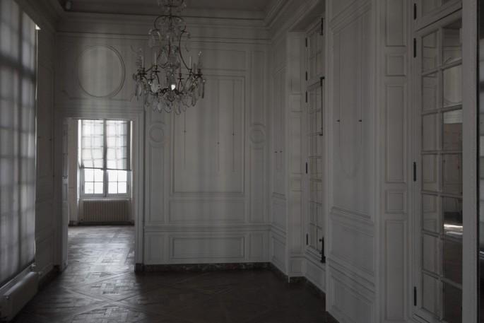 Angela Grauerholz, </span><span><em>Foyer - Carnavalet</em>, </span><span>2017. Archival pigment print, 40 × 60&quot;.