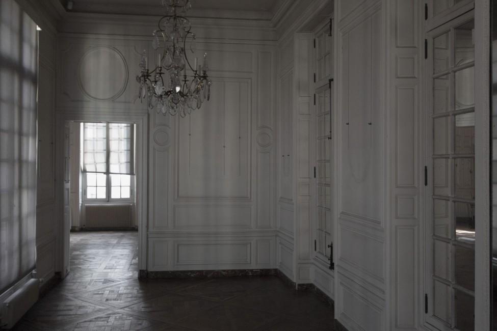 Angela Grauerholz, </span><span><em>Foyer - Carnavalet</em>, </span><span>2017. Archival pigment print, 40 × 60&quot;