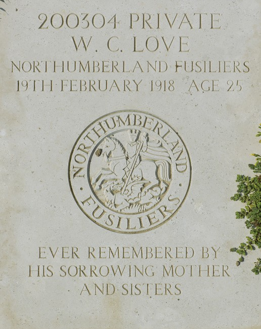 Daniel Alexander, </span><span><em>WWI headstone, Private W. C. Love: Wimereux Communal Cemetery, France</em>, </span><span>2013. Courtesy of the artist.