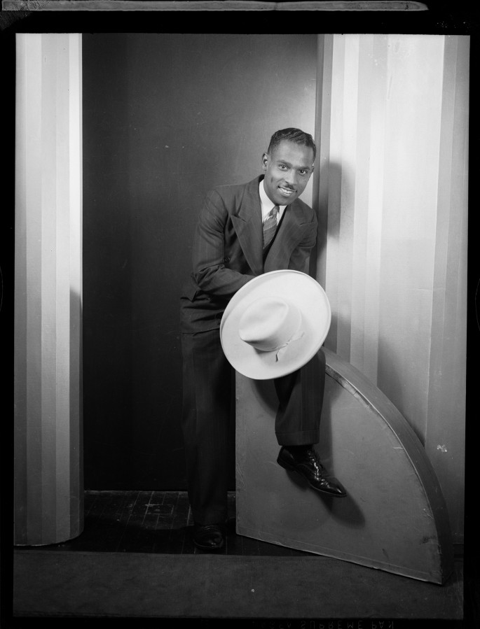 "Charles ""Teenie"" Harris , </span><span><em>Self portrait in Harris Studio</em>, </span><span>1941, Silver gelatin print. Courtesy of Carnegie Museum of Art, Pittsburgh."