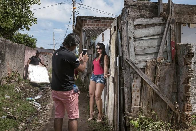Bárbara Wagner, </span><span><em>Gleice</em>, </span><span>from the series MASTERS OF CEREMONY, 2016. Courtesy Fortes D'Aloia &amp; Gabriel, São Paulo.