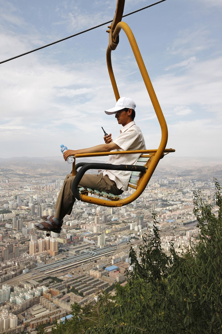 Wang Yishu, </span><span><em>A Man in a Cable Car</em>, </span><span>2014. Courtesy of the artist