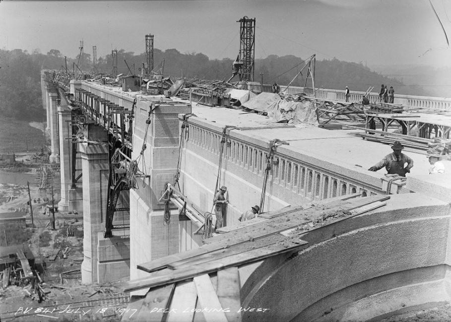 Arthur Goss, </span><span><em>Don Section, Deck Looking West</em>, </span><span>1917