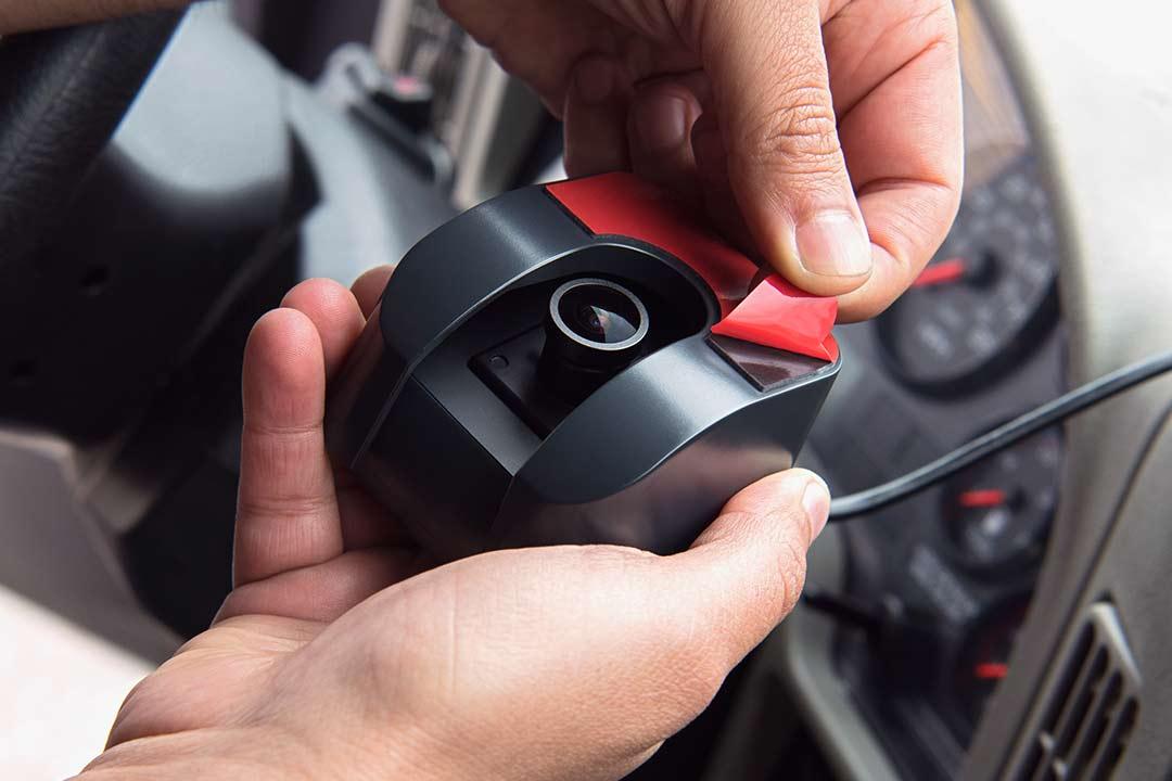 dash cam installs in minutes