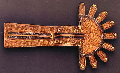 The head or crossbow portion of the fibula is shaped like a sun.