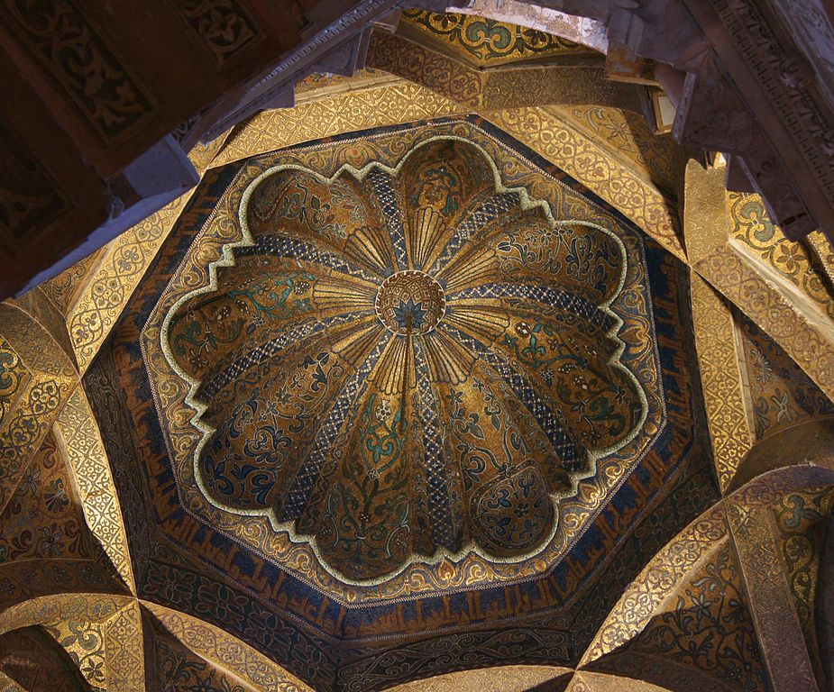 A close up on the top of the dome, showing the circular pattern.