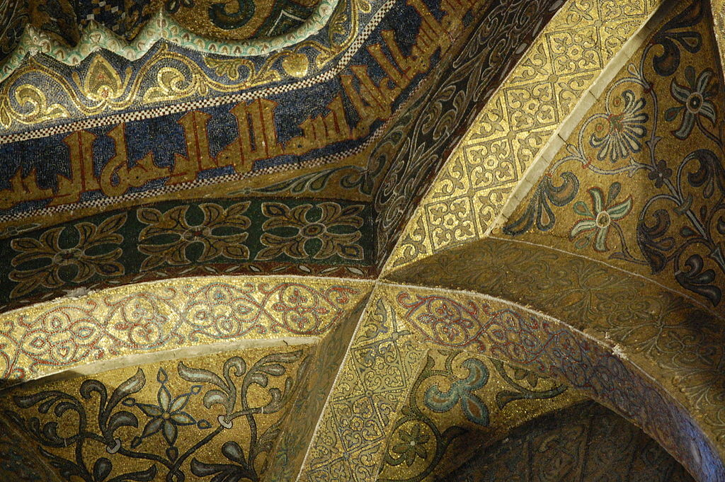 Close up of the ribbing of the dome, which is covered with intricate crossed and curved patterns.