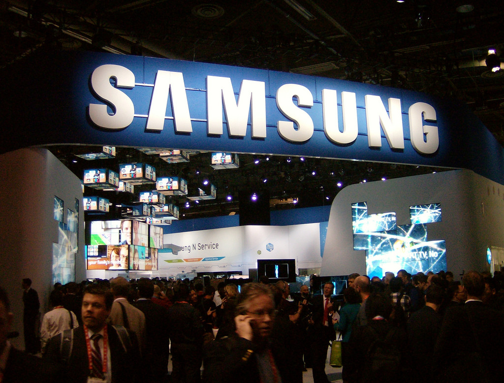 A very crowded convention. A Samsung sign hangs over the crowd.