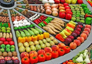 Vegetables arrayed in a wagon wheel pattern
