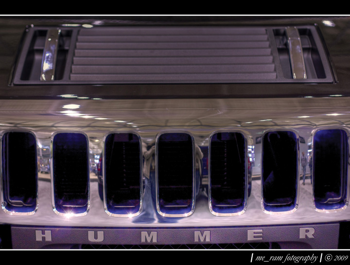 Image of the front Grill on an Hummer H2.