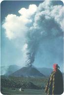 Erupção de um cone de cinzas.