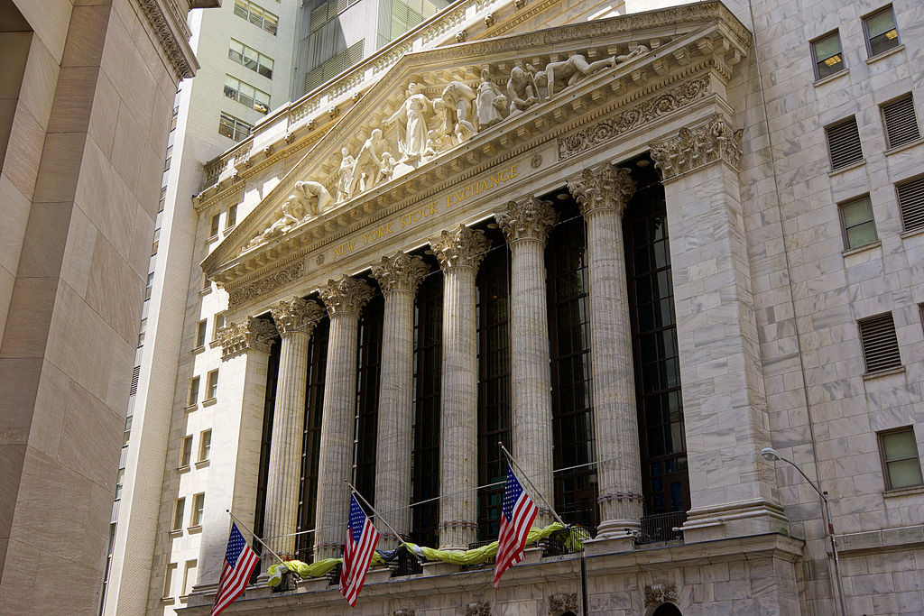 Photo of the New York Stock Exchange building from the front.