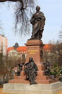 640px-Mendelssohn_Statue_Thomaskirche