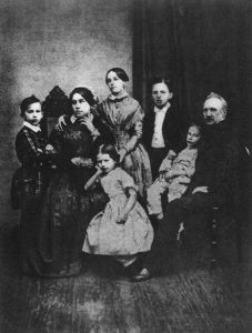 640px-Tchaikovskys_family_in_1848_From_left_to_right_sitting_Alexandra_Andreevna_Tchaikovska_Alexandra_Ippolit_Ilya_Petrovitch_Tchai_Family_2