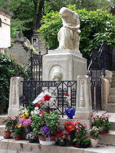 640px-Pere-Lachaise_Chopin_grave