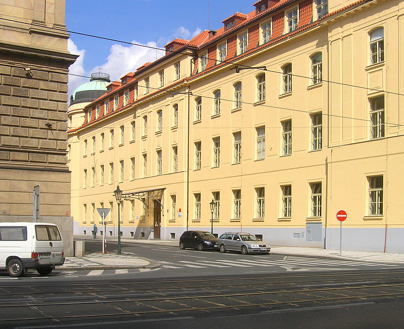 800px-Na_Rejdišti_str,_Prague_Old_Town