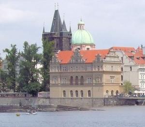 Smetana_Embankment,_Prague_crop