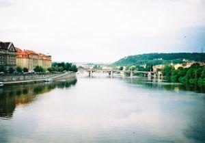 1024px-Prague_Vltava_2001