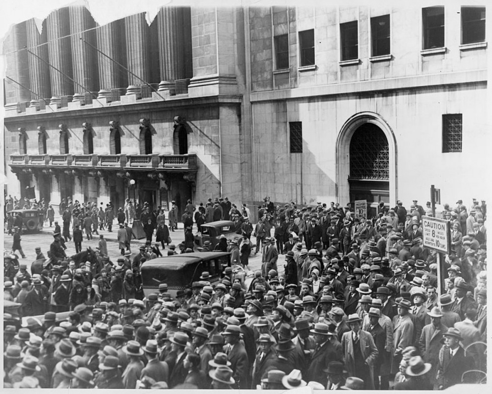 An enormous crowd outside a building.