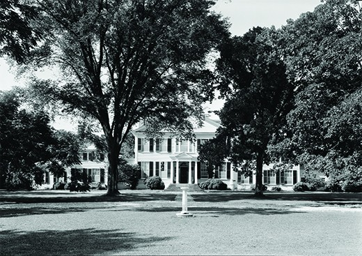 A photo shows the Lloyd plantation.