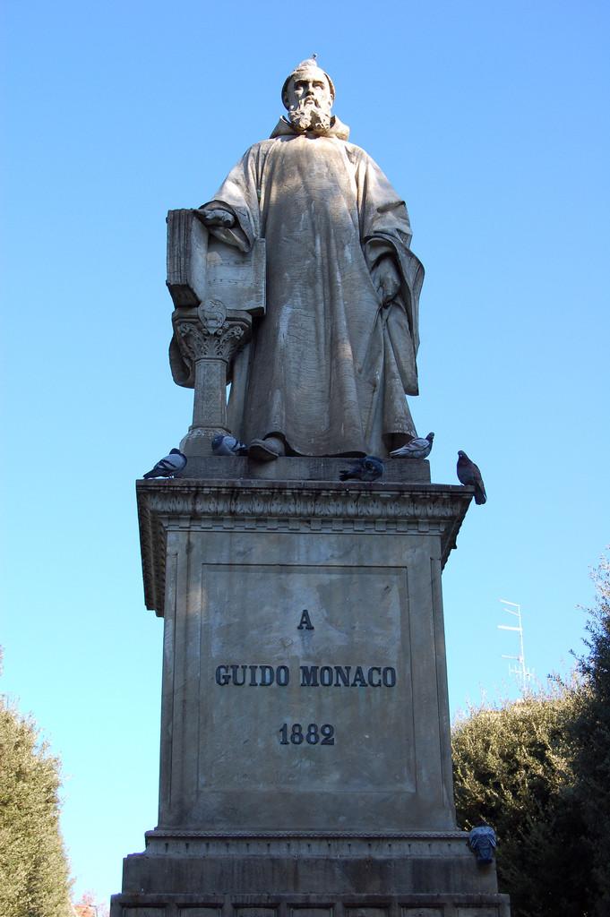 Photo of statue of Guido of Arezzo, 1882