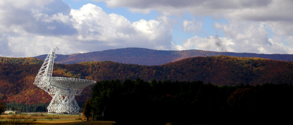 Photograph of the Robert C. Byrd radio telescope at Green Bank, West Virginia.