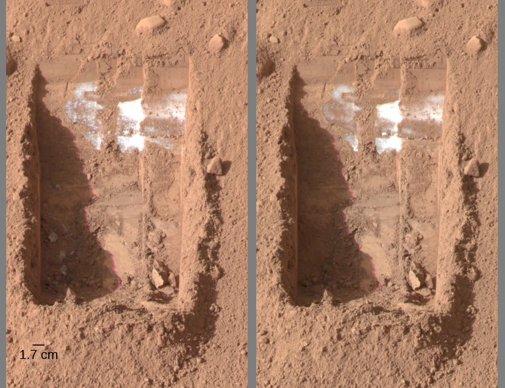 Evaporating ice on Mars. This image has two panels, and each of them show the same little