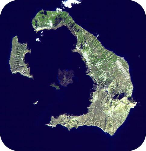 A caldeira de Santorini, na Grécia, é tão grande que só pode ser vista por satélite