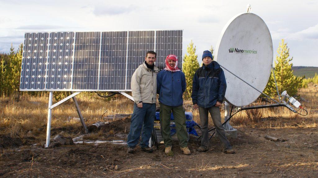 Três, cientistas, ficar, por, um, sismômetro