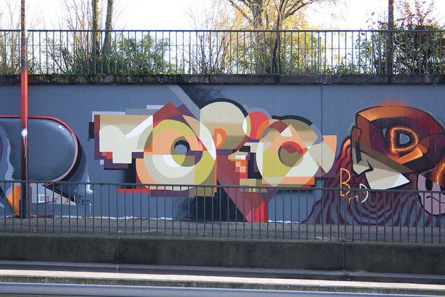 """Colorful graffiti of the word """"topic"""" on an urban wall"""