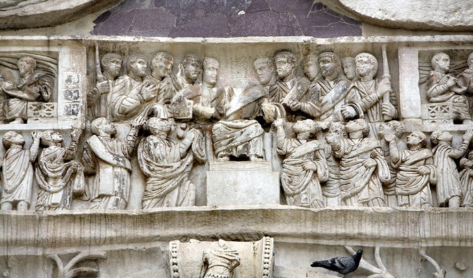This photo shows a detail of the northern frieze of the Arch of Constantine as described in the caption.