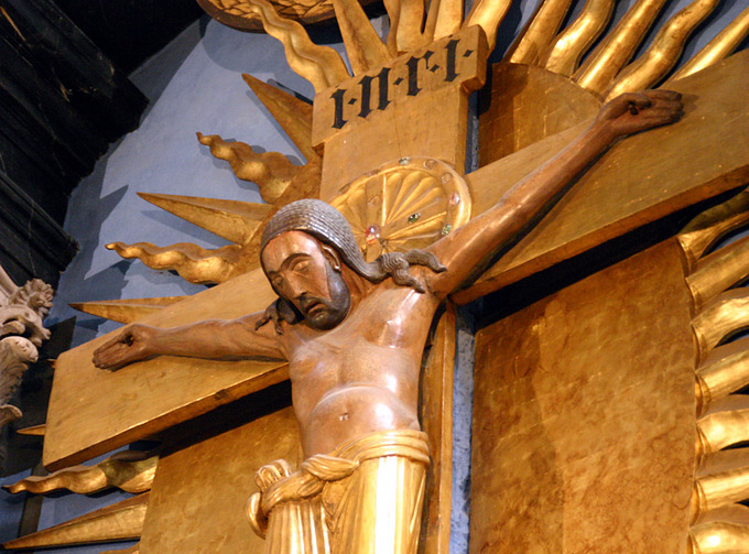 This is a closeup of Christ's face on the Gero Crucifix. It shows the gilded and painted wood composition. The facial expression emphasizes Christ's suffering. His head hangs and his body appears limp and frail.