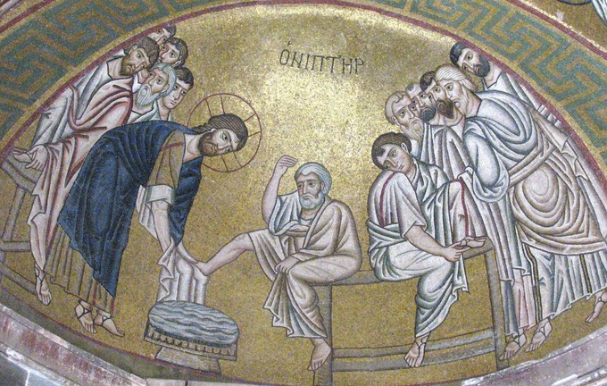 This photo shows the mosaic Christ Washing the Feet of His Disciples. Christ wears a blue robe. The disciples wear white robes.