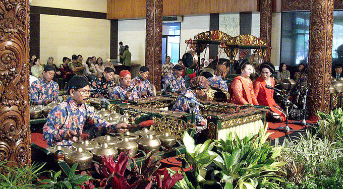 This current-day photo shows a Javanese gamelan ensemble performance during a traditional Javanese Yogyakarta-style wedding ceremony.