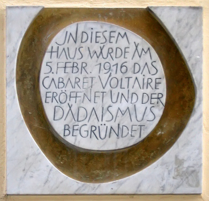 A circular plaque with German writing.