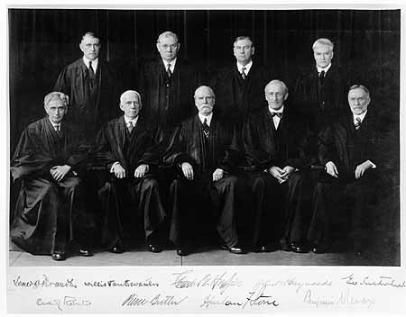A photograph of the nine justices of the Supreme Court
