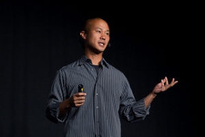 Picture of Tony Hsieh, CEO of Zappos, giving a presentation