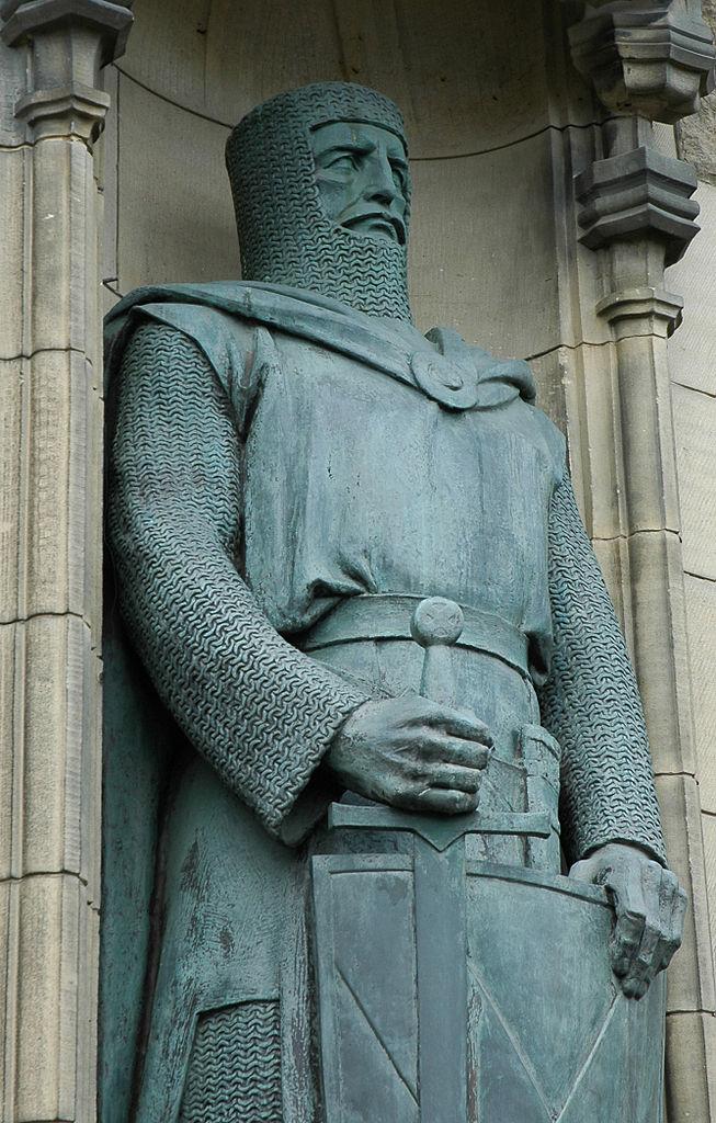 A statue of Braveheart at Edinburgh Castle.
