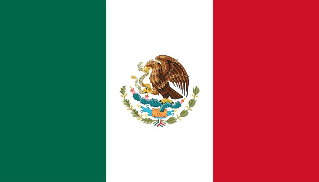 La bandera de México tiene tres colores en barras verticales: verde, blanco y rojo. En el centro de la barra blanca está la figura de un águila comiendo una serpiente sobre un nopal.