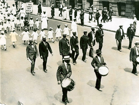"Photo of NAACP ""Silent"" Parade 1917"