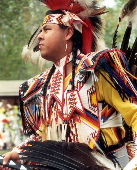 "Gary Tomahsah, a Comanche from Apache, Oklahoma, prepares for Men's Traditional dance competition at 1999 Powwow; Photograph Photo by Midge Durbin, for ""Trail of Tears Powwow,"" at http://www.americaslibrary.gov/ es/ky/ es_ky_powwow_1_e.html."