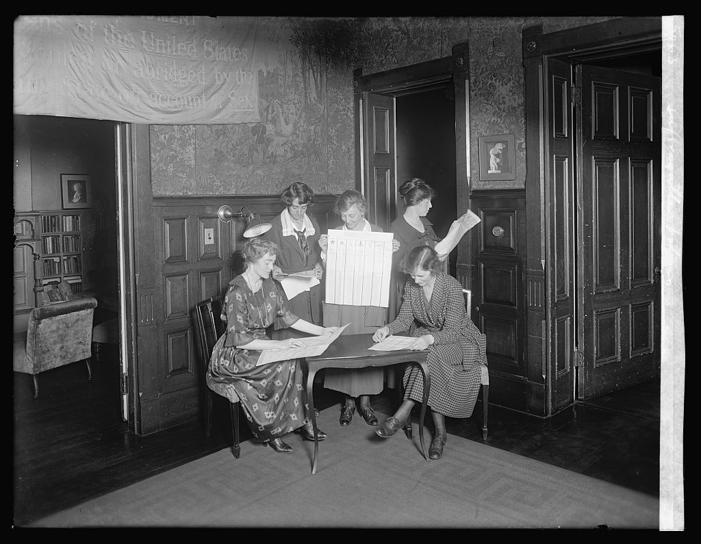 Suffragettes voting; between 1920 and 1921 provided by the National Photo Company on the negative or negative sleeve; Repository Library of Congress Prints and Photographs Division Washington, D.C. 20540 USA Digital Id npcc 29566 //hdl.loc.gov/loc.pnp/npcc.29566 Control Number npc2008010067; No known restrictions on publication.