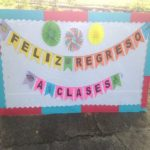 to return. Image is a poster reading: Feliz regreso a clases