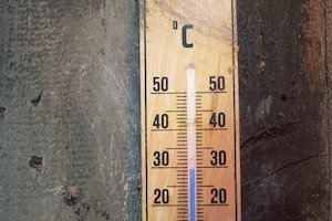 Thermometer showing 28 degrees Centigrade