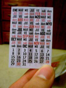 A mini calendar card in Spanish