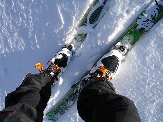 touring-skis-262028_640