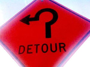 Detour sign for a roundabout intersection