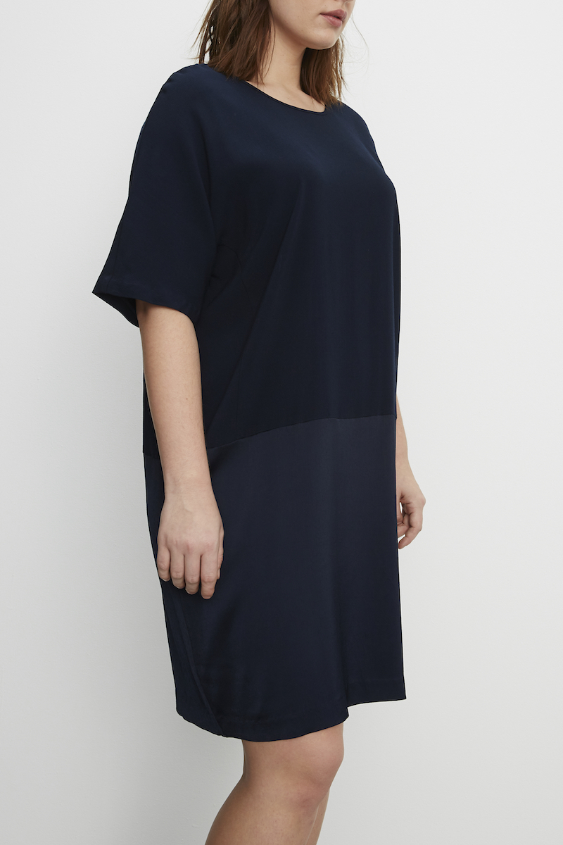 Universal Standard Avenir Tulip Plus size dress navy