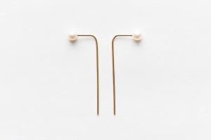 8.6.4 pearl bar earrings